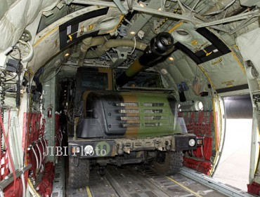 Dengan bobotnya yang lebih ringan ketimbang artileri swagerak lain yang biasanya berbasis tank, Nexter Caesar bisa dibawa dengan pesawat angkut militer C-130 Hercules untuk misi jarak jauh. (nexter)