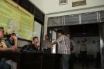 Anggota Polsek Boyolali Kota memeriksa sejumlah pelajar yang terlibat penyerangan SMK Muhammadiyah 4 Boyolali, Kamis (13/12/2012). (Oriza Vilosa/JIBI/SOLOPOS)