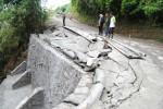 Kondisi talut yang rusak sebelum diresmikan, Jumat (14/12/2012). (Septhia Ryanthie/JIBI/SOLOPOS)
