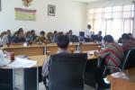 Warga Ngesrep, Ngemplak beraudiensi dengan DPRD terkait belum terbayarnya ganti rugi tol Solo-Kertosono, Kamis (20/12/2012). (Septhia Ryanthie/JIBI/SOLOPOS)