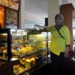 Chef Astini Moechsin, aktif menyebarkan ilmu memasaknya di dalam maupun di luar hotel. (JIBI/SOLOPOS/Adib Muttaqin Asfar)