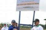Bupati Boyolali, Seno Samodro (kiri) berjabat tangan dengan Ketua DPRD Boyolali, S Paryanto di lokasi pembangunan kompleks perkantoran baru Pemkab Boyolali beberapa waktu lalu. Masyarakat Transparansi Boyolali melayangkan surat somasi ke DPRD setempat untuk menolak pembahasan anggaran proyek itu karena banyak hal yang dianggap masih belum jelas. (JIBI/SOLOPOS/Istimewa)