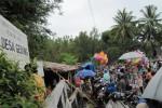 Warga menunggu hasil Pilkades di Gedong, Wonogiri (Tika Sekar A/JIBI/SOLOPOS)