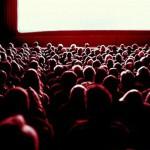 KISAH UNIK : Main Ponsel saat Nonton Film, Pria Ini Tuntut Kekasihnya
