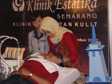 Demo perawatan kulit dengan teknologi Trilipo di Klinik Estetika Semarang cabang Jogja, Minggu (9/12). (JIBI/Harian Jogja/Holy Kartika N.S)