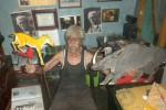 Ki Ledjar Subroto nuduhake wayang gaweyane kang sinebut Wayang Kancil, Setu (5/1/2013), ing griyane sing mapan ing Jl Mataram, Sosrokusuman, Jogja.