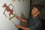 Mujiyono nuduhake salah siji paraga ing Wayang Kancil nalika ditemoni Espos ing griyane, ing Jaten, Palur, Karanganyar, Minggu (6/1/2013).