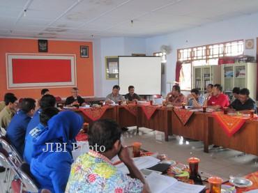Suasana sosialisasi pelaksanaan Pemilu 2014 di kantor Komisi Pemilihan Umum Wonogiri Selasa (22/1/2013). (Tika Sekar A/JIBI/SOLOPOS)