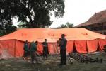 Tenda berkapasitas 100 orang, disiapkan SAR BPBD Boyolali sebagai antisipasi kejadian penanganan longsor dan bencana alam lainnya, Senin (7/1/2013). (Oriza Vilosa/JIBI/SOLOPOS)