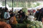 Aktivitas di Pasar Sayur Cepogo, Selasa (8/1/2013), mulai menggeliat. Pasar itu dibangun untuk mengakomodasi keberadaan pedagang sayur yang sebelumnya menempati pinggiran jalan depan Pasar Cepogo. (Oriza Vilosa/JIBI/SOLOPOS)
