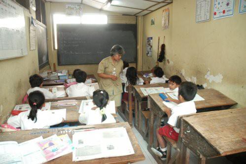 Guru, teladan bagi anak di sekolah