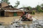 Ilustrasi berperahu tembus banjir. (JIBI/Solopos/Dok.)