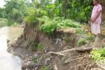 LONGSOR KLATEN : Bantaran Kali Dengkeng Longsor, BPBD Bagikan 2.000 Karung Plastik