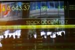 Papan layar elektronik menunjukkan pergerakan Indeks Harga Saham Gabungan (IHSG) di Jakarta, Kamis (21/2). Saat jeda siang Kamis (21/2), IHSG naik 8,91 poin (+0,19%) ke 4.643,37 dengan jumlah transaksi sebanyak 8,6 juta lot atau setara dengan Rp3,4 triliun. Selanjutnya pada penutupan perdagangan hari ini IHSG kembali terkoreksi dengan pelemahan sebesar 2,05 poin atau 0,04% ke level 4.632,40. (JIBI/Bisnis Indonesia/Dwi Prasetya)