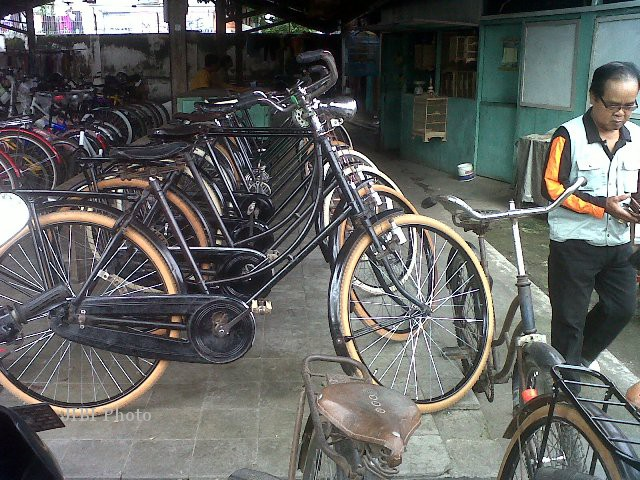 Deretan sepeda angin baik baru maupun bekas dijual di los Pasar Gunungan, Kelurahan Bareng Lor, Kecamatan Klaten Utara. Foto diambil akhir pekan kemarin. (Moh Khodiq Duhri/JIBI/SOLOPOS)