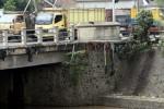 JEMBATAN RETAK: Jembatan Komplang Lama Rawan Ambruk