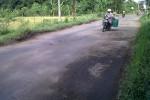 JALAN RUSAK: Baru 4 Bulan Diperbaiki, Jalan Palur-Tasikmadu Kembali Rusak Parah