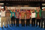Calon Gubernur (Cagub) Jawa Tengah, Hadi Prabowo (empat dari kiri) didampingi Panglima Mega Bintang Mudrick Sangidoe (lima dari kiri) serta beberapa pimpinan partai yang mendukung Hadi Prabowo antara lain Partai Hanura, Partai Gerindra, PKS dan PPP saat deklarasi di Joglo Sriwedari di Jalan Slamet Riyadi, Solo, Minggu (24/3/2013). Calon Gubernur (Cagub) Jawa Tengah, Hadi Prabowo akan berpasangan dengan Calon Wakil Gubernur (Cawagub) Don Murdono dalam Pemilihan Gubernur (Pilgub)Jateng 2013. (JIBI/SOLOPOS/Maulana Surya)