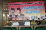 Para pengurus koalisi partai politik bergandengan tangan saat deklarasi pemenangan pasangan calon gubernur (cagub)-calon wakil gubernur (cawagub) Hadi Prabowo-Don Murdono pada Pilgub Jateng, Rabu (13/3/2013). (Bony Eko Wicaksono/JIBI/SOLOPOS)