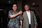 Ketua KPSI, La Nyalla Mattalitti (kiri), ditetapkan menjadi wakil ketua umum PSSI dalam kongres luar biasa (KLB) 2013 di Hotel Borobudur, Jakarta, Minggu (17/3/2013). dokJIBI/SOLOPOS/Antara