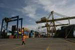 Pelabuhan Tanjung Mas di Semarang, salah satu pelabuhan utama di Indonesia. Industri logistik di Indonesia diyakini masih terus tumbuh dengan baik, namun membutuhkan dukungan penyediaan infrastruktur penunjang yang memadai. (JIBI/SOLOPOS/Sunaryo Haryo Bayu)