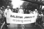Swasana karnaval budaya ing Kutha Solo ing taun 2011 kapungkur kang ngemu pangajak murih bebrayan agung Jawa ora kendhat ngleluri lan ndayakake budaya Jawa.