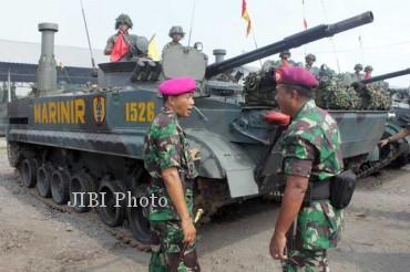 Tank amfibi BMP3-F buatan Rusia yang menjadi salah satu kendaraan tempur andalan Korps Marinir TNI AL yang juga ambil bagian dalam latgab TNI 2013. (JIBI/SOLOPOS/Reuters)