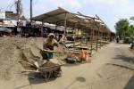 PASAR TRADISIONAL SOLO : Pasar Darurat Rejosari Berada di Bekas Bong