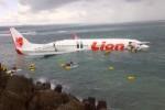 Kondisi pesawat Lion Air yang jatuh di perairan dekat Bandara Ngurah Rai, Bali, Sabtu (13/4/2013).