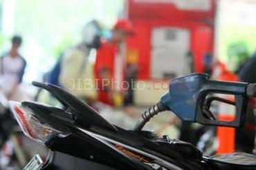 Foto Ilustrasi Pembeli Bensin JIBI/Bisnis Indonesia/Nurul Hidayat