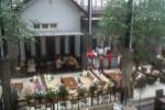Suasana di Restoran Social Kitchen yang berlokasi di Jl Abdul Rahman Saleh No 1, Banjarsari Solo, Rabu (1/5/2013). (Hijriyah Al Wakhidah/JIBI/Solopos)