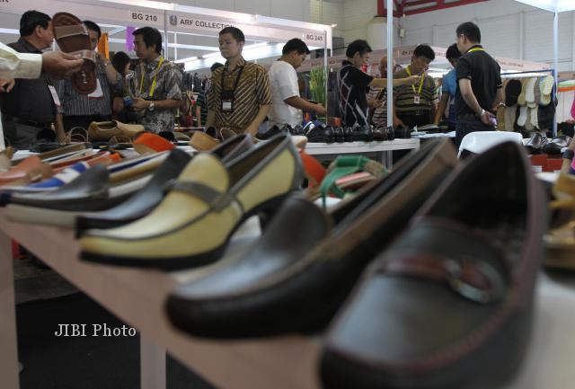 INVESTASI JATENG   Investor Korsel Bangun Pabrik Sepatu di Salatiga ... 2b61034969