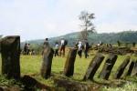 Para arkeolog melintas di Teras IV Situs Megalitikum Gunung Padang, Cianjur, Jawa Barat, Sabtu (11/5/2013). Sejumlah arkeolog dan geolog dari beberapa universitas melakukan kunjungan ke situs megalitikum terbesar di Asia Tenggara tersebut. (JIBI/SOLOPOS/Antara)