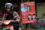 Spanduk dukungan terhadap pasangan cagub-cawagub Hadi Prabowo-Don Murdono (HP-Don) yang juga menampilkan gambar Wagub Rustriningsih terlihat di kawasan Ngasinan, Jebres, Solo, Rabu (15/3/2013). Rustriningsih telah meminta poster dukungan seperti itu dibersihkan karena dirinya tidak pernah memberikan dukungan khusus kepada siapa pun dan hanya berfokus pada tugasnya selaku wakil gubernur. (JIBI/SOLOPOS/Maulana Surya)