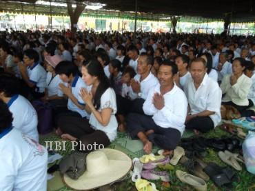 Ribuan umat budha merayakan Waisak di Candi Sewu, Sabtu (25/5/2013). (JIBI/SOLOPOS/Shoqib Angriawan)