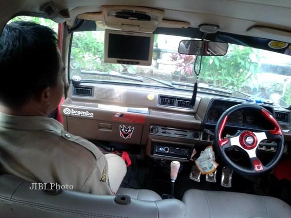 Bagian Dalam Daihatsu Charade 1986 modifikasi. (Kurniawan/JIBI/SOLOPOS)