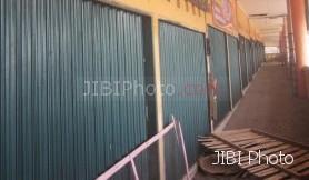 Ilustrasi kios pasar tradisonal yang dibiarkan mangkrak oleh pedagang pemegang hak gunanya. (JIBISolopos/Antara)