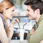 Hal Yang Dilakukan Wanita Saat Sedang Tertarik Dengan Seorang Pria