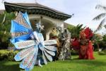 Peserta Solo Batik Carnival (SBC) 6 berpose di depan Rumah Dinas Walikota Solo, Loji Gandrung, Solo, Jumat (7/6/2013). (JIBI/SOLOPOS/Maulana Surya)