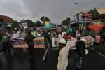 KADES PABELAN DITAHAN : Massa Pendukung Margono Hadi Blokade Jalan