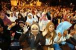 Dipandu Habib Syech, Peserta Salawat Akbar Tak Pedulikan Rintik Hujan