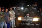 Sejumlah warga dan tim SAR bersiaga ketika sebuah pesawat latih diduga jatuh di bukit pesamoan Desa Siremeng, Pulosari, Pemalang, Rabu (12/6/2013) dini hari. (JIBI/SOLOPOS/Antara)