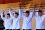 Empat-pasang-Cagub_cawagub-Sumsel-berfoto bersama setelah menandatanganan komitmen berintegritas Cagub Cawagub Sumsel, di Palembang, Rabu (15/5). (JIBI/SOLOPOS/Antara)