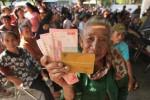 BLSM : Terima Bantuan, Warga Kaya Serahkan ke Warga Miskin Di Bawah Tangan