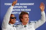 Duo Mercedes, Lewis Hamilton (kiri) dan Nico Rosberg (kanan) melambaikan tangannya ke para penggemarnya seusai merajai sesi kualifikasi pada GP Formula One Inggris di Sirkuit Silverstone, Inggris, Sabtu (29/6/2013) malam WIB. JIBI/SOLOPOS/Reuters