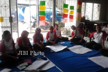 Pegawai Perpusda Kabupaten Sragen tengah mengikuti pelatihan advokasi dan mobilisasi sosial, Kamis (20/6/2013), di kantor setempat. (Ika Yuniati/JIBI/SOLOPOS)