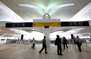 Suasana di dalam ruangan terminal Bandara Internasional Kuala Namu, Sumatra Utara, beberapa waktu lalu. Sejumlah maskapai penerbangan sudah menyatakan kesiapan pindah ke bandara baru pengganti Bandara Polonia, Medan, yang akan dioperasikan 25 Juli mendatang. (JIBI/SOLOPOS/Antara)