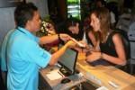 Ilustrasi karyawan hotel melayani tamu (JIBI/Solopos/Antara/Eric Ireng)