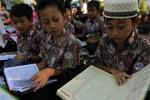 BIAYA SEKOLAH : Waduh, Gara-Gara Sekolah Gratis Para Siswa Ini Tak Bisa Belajar Alquran. Kok Bisa?