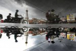 Mendung tebal menggantung di langit kota Yogyakarta seperti terlihat dari kawasan Tugu Pal Putih, Yogyakarta, Rabu (03/07/2013). Data Badan Meteorologi Klimatologi dan Geofisika Stasiun Geofisika Yogyakarta (Pusat Gempa Regional VII) menyebutkan prospek cuaca di Pulau Jawa pada 02 - 04 Juli 2013 umumnya hujan ringan - sedang, kecuali di pantai utara Jawa bagian barat berpotensi hujan lebat pada sore – malam hari. Musim kemarau 2013 adalah kemarau basah artinya musim kemarau tahun ini akan lebih banyak hujan ketimbang panasnya, hal itu masih akan berlangsung hingga bulan Oktober mendatang.